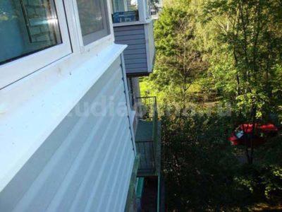 Отделка сайдингом балкона studiaokna.