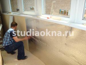 Отделка периметра пластиковыми панелями на балконе