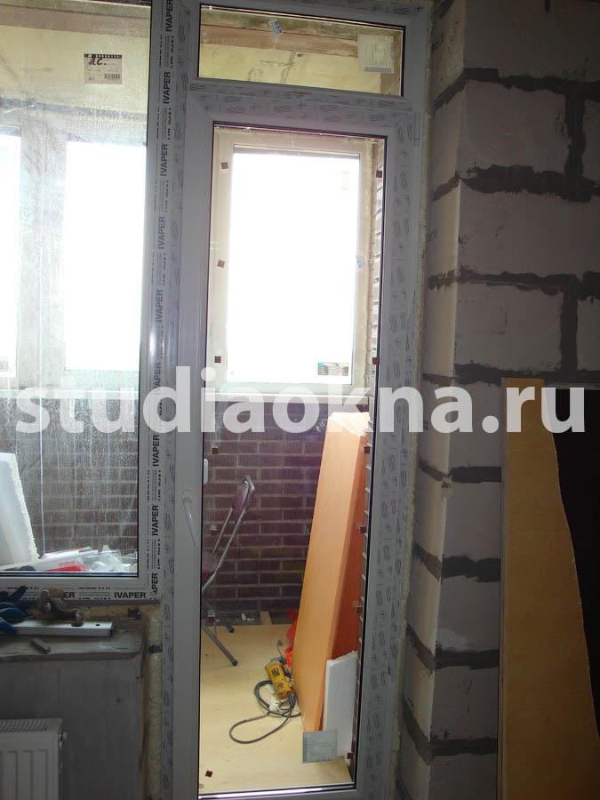 Прозрачная дверь на балкон