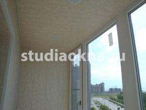 потолочный светильник на балконе