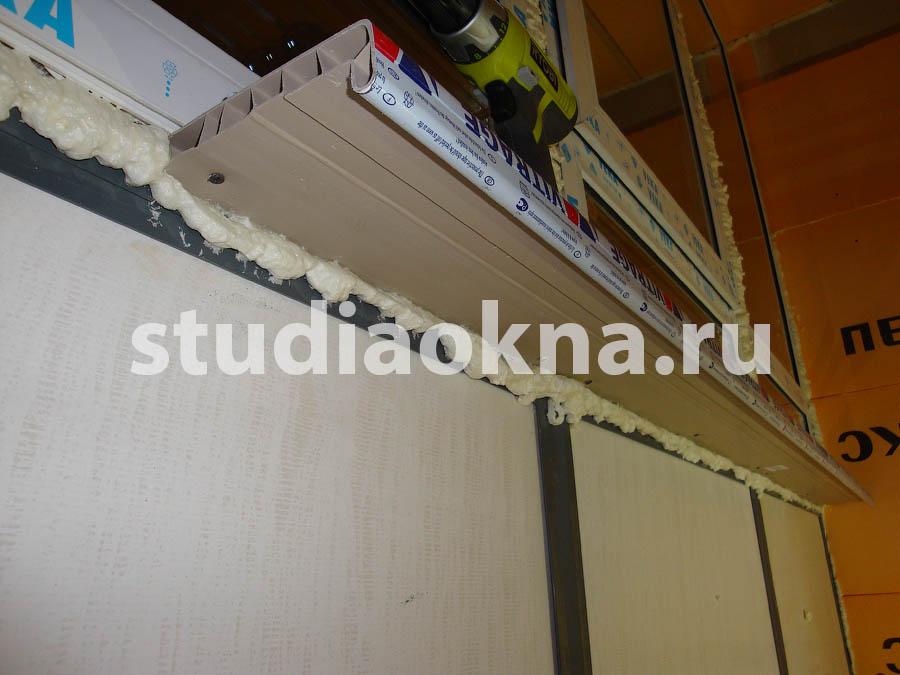 крепление подоконника на балконе
