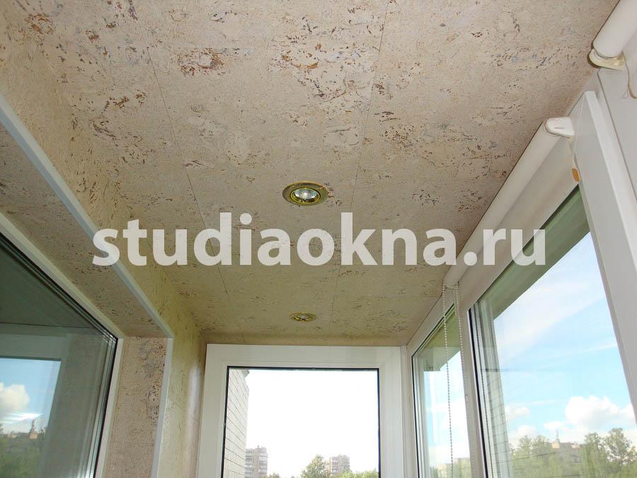 потолок из пробки на балконе