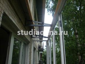 установка крыши над балконом