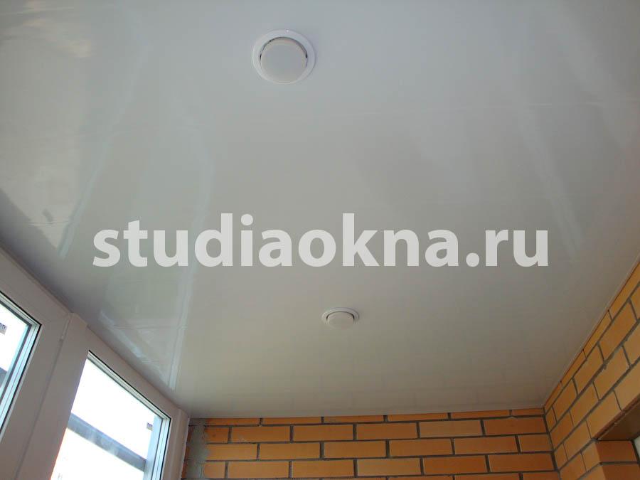 отделка потолка на лоджии