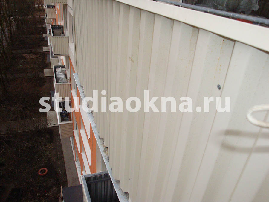 сайдинг из профлиста на балконе