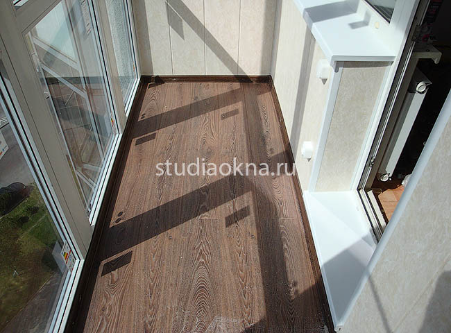 ламинат на пол на балконе